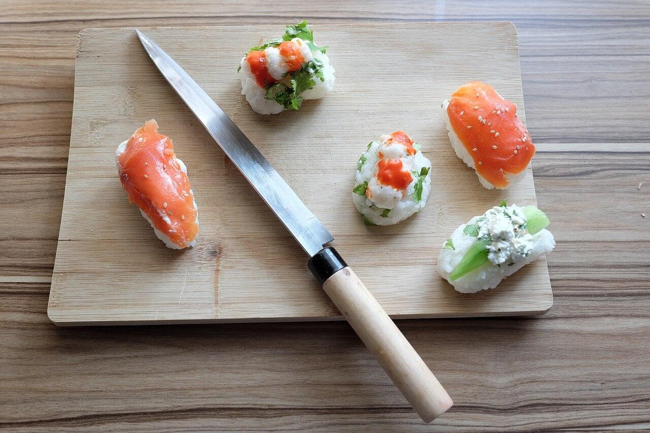 nóż sushi ryba